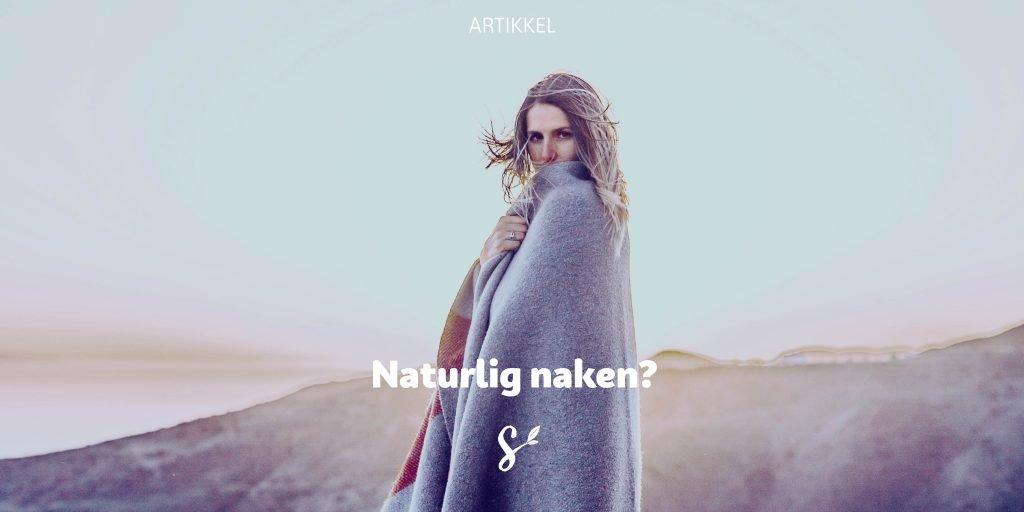 """Tittelbilde for artikkelen """"Naturlig naken?"""" av Håvard Kjøllesdal. Dame pakket inn i teppe i landskap."""